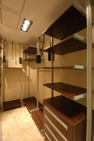 Услуги - производство гардеробных комнат.