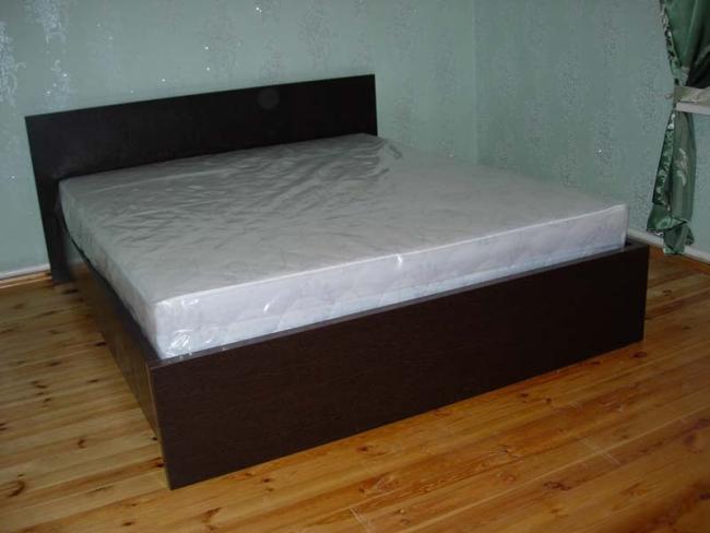 Несложная кровать